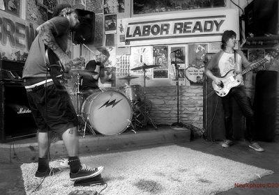 tia-carrera-band-live