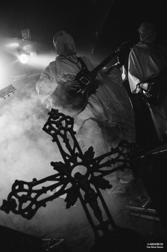 el-altar-del-holocausto-live-band_opt