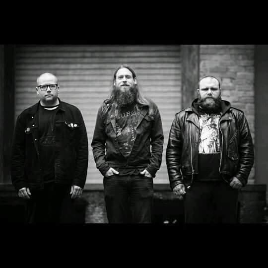 black-pyramid-band